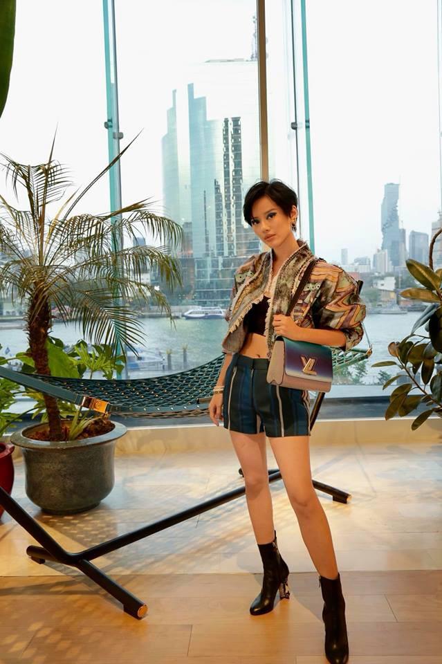 Hè mới ngấp nghé mà Chi Pu và tình tin đồn của Sơn Tùng đã diện street style mát mẻ, khoe ngực gợi cảm - Ảnh 10.