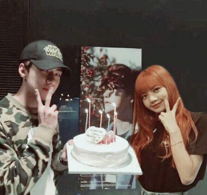 Trình độ công nghệ shipper ngày càng khủng, Sehun (EXO) và Lisa (BLACKPINK) được hẹn hò nhau trong trí tưởng tượng - Ảnh 13.