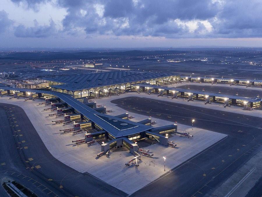 Siêu sân bay 12 tỷ USD của Thổ Nhĩ Kỳ chính thức mở cửa, ai cũng tò mò không biết có gì bên trong - Ảnh 2.