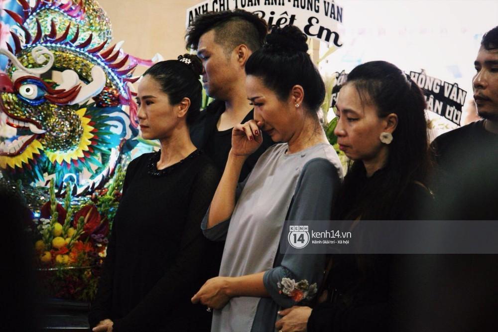 Bạn bè nghệ sĩ lặng người, bật khóc trong tang lễ cố diễn viên Anh Vũ - Ảnh 14.