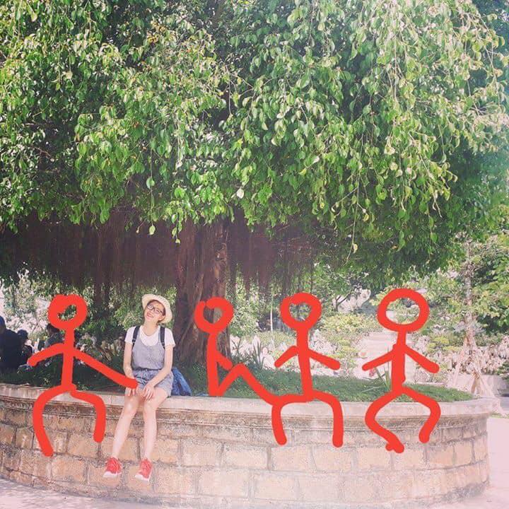 Hiến kế 1001 kiểu pose ảnh nếu chẳng may phải đi du lịch một mình vì bạn thân bùng kèo - Ảnh 1.