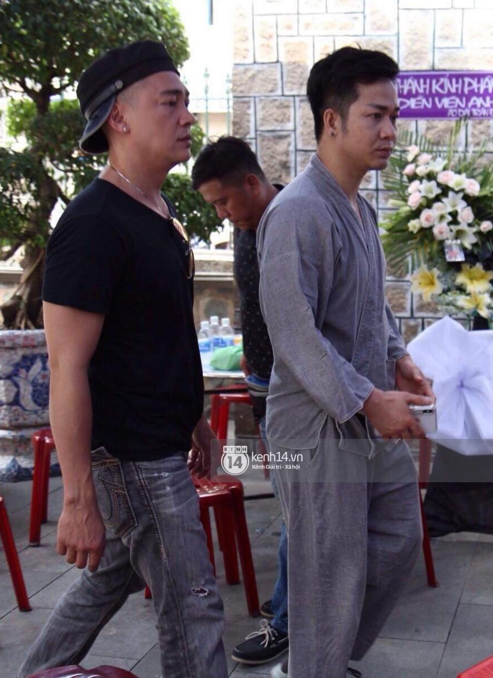 Bạn bè nghệ sĩ lặng người, bật khóc trong tang lễ cố diễn viên Anh Vũ - Ảnh 10.