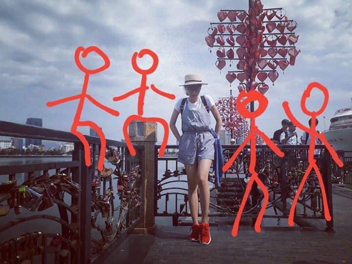 Hiến kế 1001 kiểu pose ảnh nếu chẳng may phải đi du lịch một mình vì bạn thân bùng kèo - Ảnh 3.