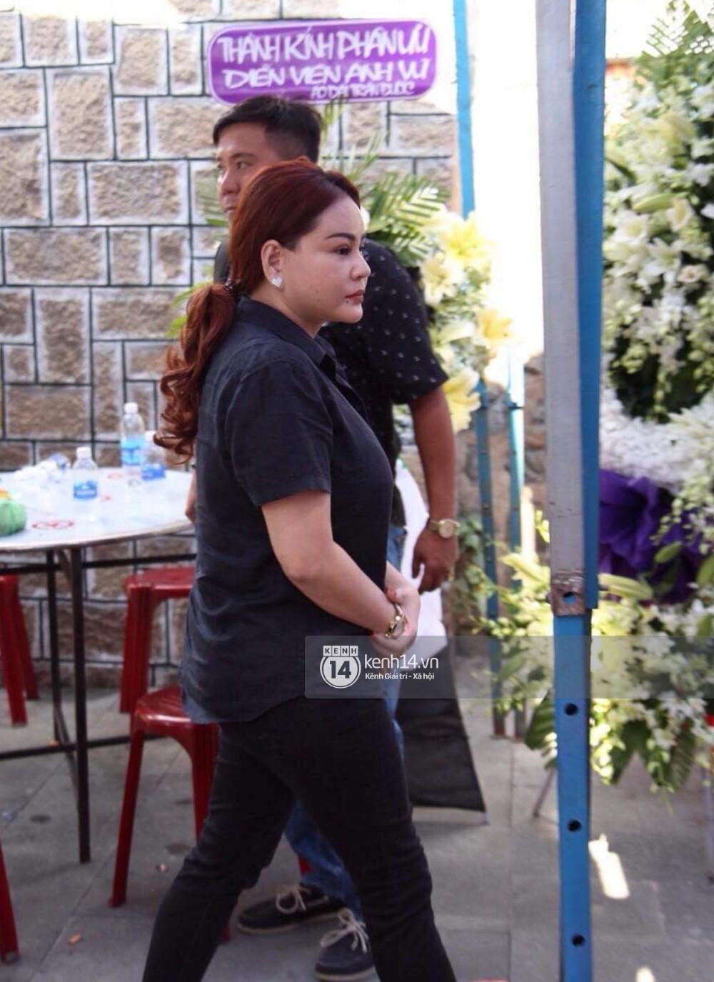 Bạn bè nghệ sĩ lặng người, bật khóc trong tang lễ cố diễn viên Anh Vũ - Ảnh 8.