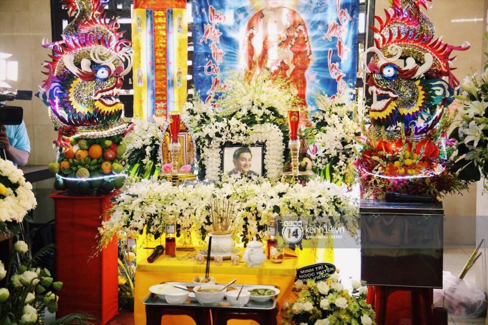 Bạn bè nghệ sĩ lặng người, bật khóc trong tang lễ cố diễn viên Anh Vũ - Ảnh 16.