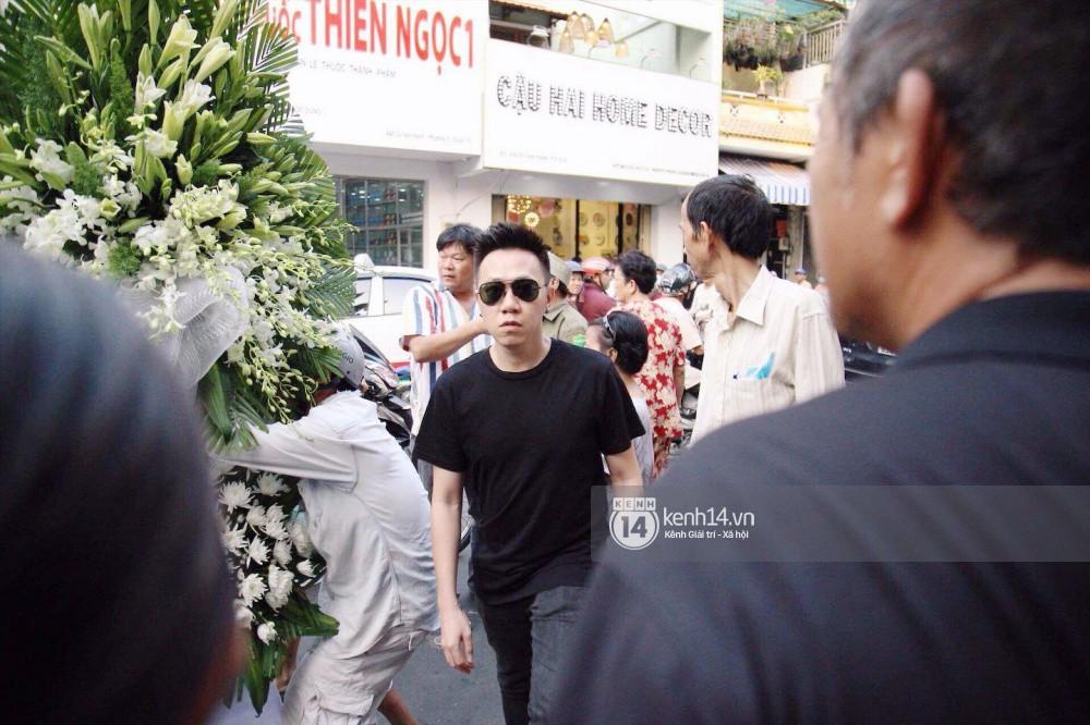 Bạn bè nghệ sĩ lặng người, bật khóc trong tang lễ cố diễn viên Anh Vũ - Ảnh 21.