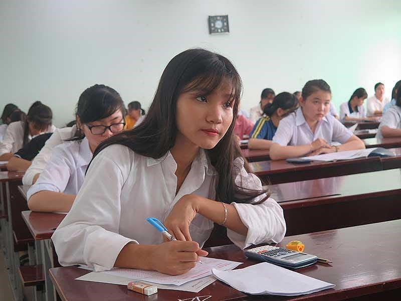 Học sinh lúng túng đăng ký thi THPT quốc gia - Ảnh 1.