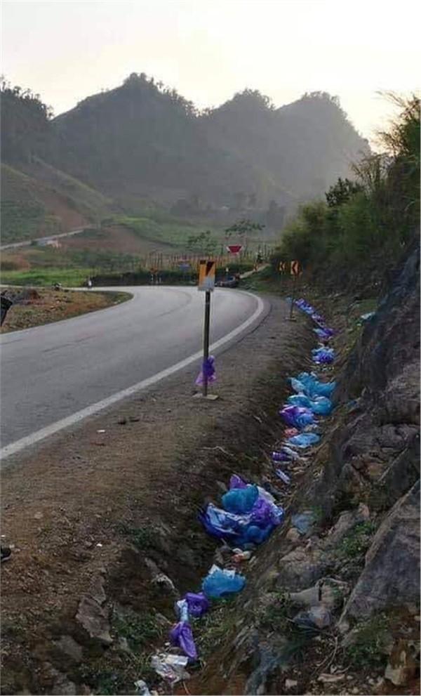 Đi phượt chán chê rồi để lại cả đống rác dọc đường, nhóm thanh niên bị dân mạng hỏi làm thế mà xem được à? - Ảnh 2.