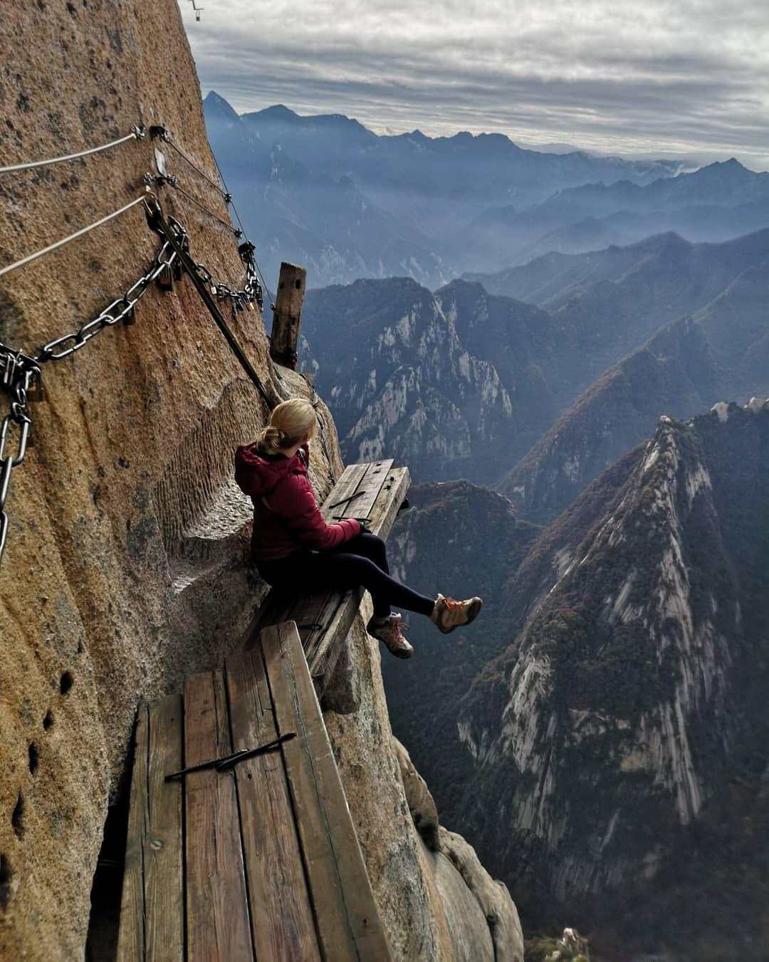 """""""Thót tim"""" với con đường mòn lưng chừng núi Hoa Sơn, nơi thiên đường và địa ngục chỉ cách nhau nửa bước chân! - Ảnh 18."""