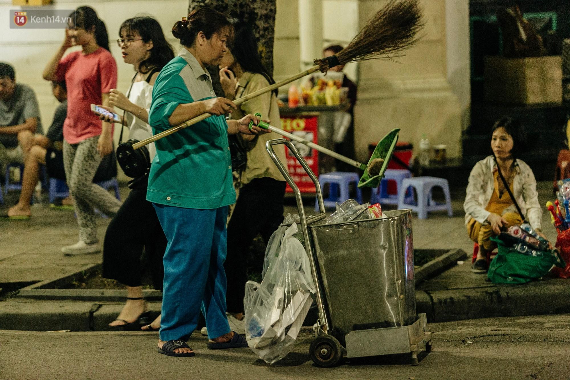 Người Hà Nội ủng hộ việc lắp camera ghi hình, phạt 7 triệu đồng hành vi xả rác ở phố đi bộ - Ảnh 10.