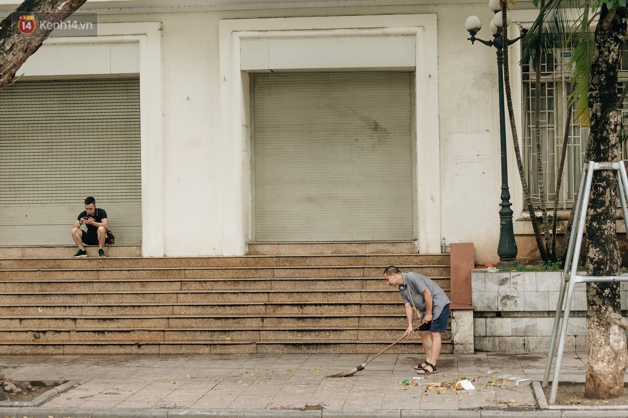 Người Hà Nội ủng hộ việc lắp camera ghi hình, phạt 7 triệu đồng hành vi xả rác ở phố đi bộ - Ảnh 7.