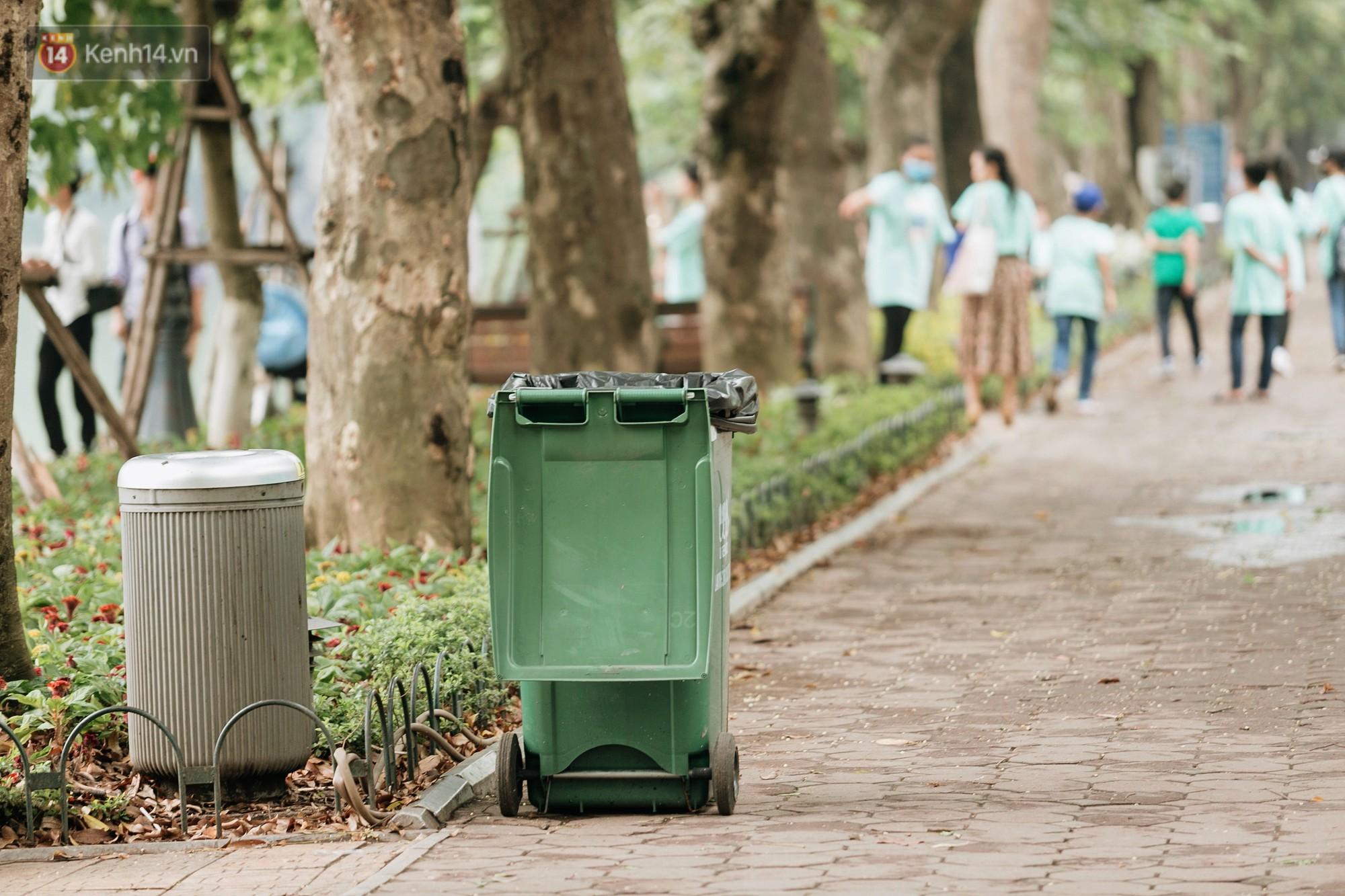 Người Hà Nội ủng hộ việc lắp camera ghi hình, phạt 7 triệu đồng hành vi xả rác ở phố đi bộ - Ảnh 4.