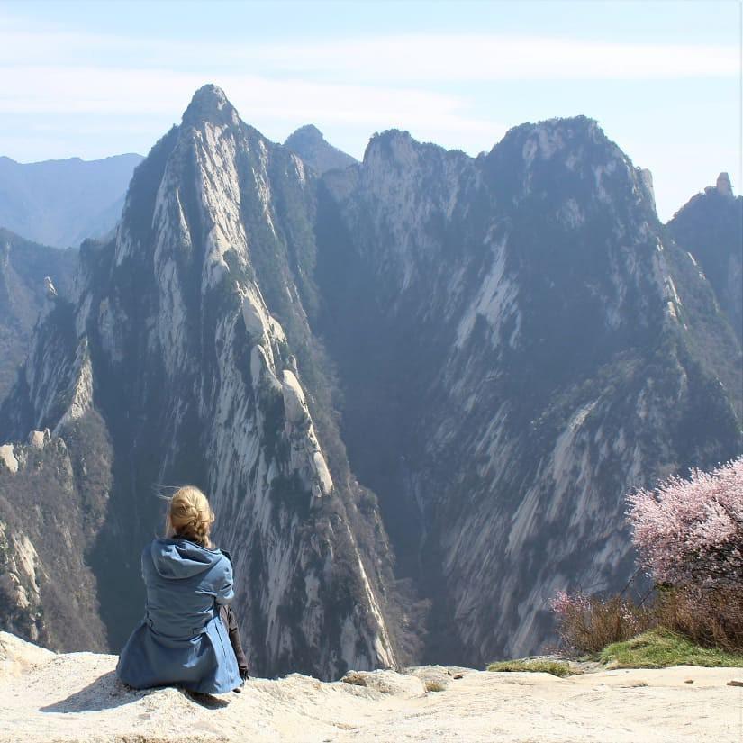 """""""Thót tim"""" với con đường mòn lưng chừng núi Hoa Sơn, nơi thiên đường và địa ngục chỉ cách nhau nửa bước chân! - Ảnh 7."""