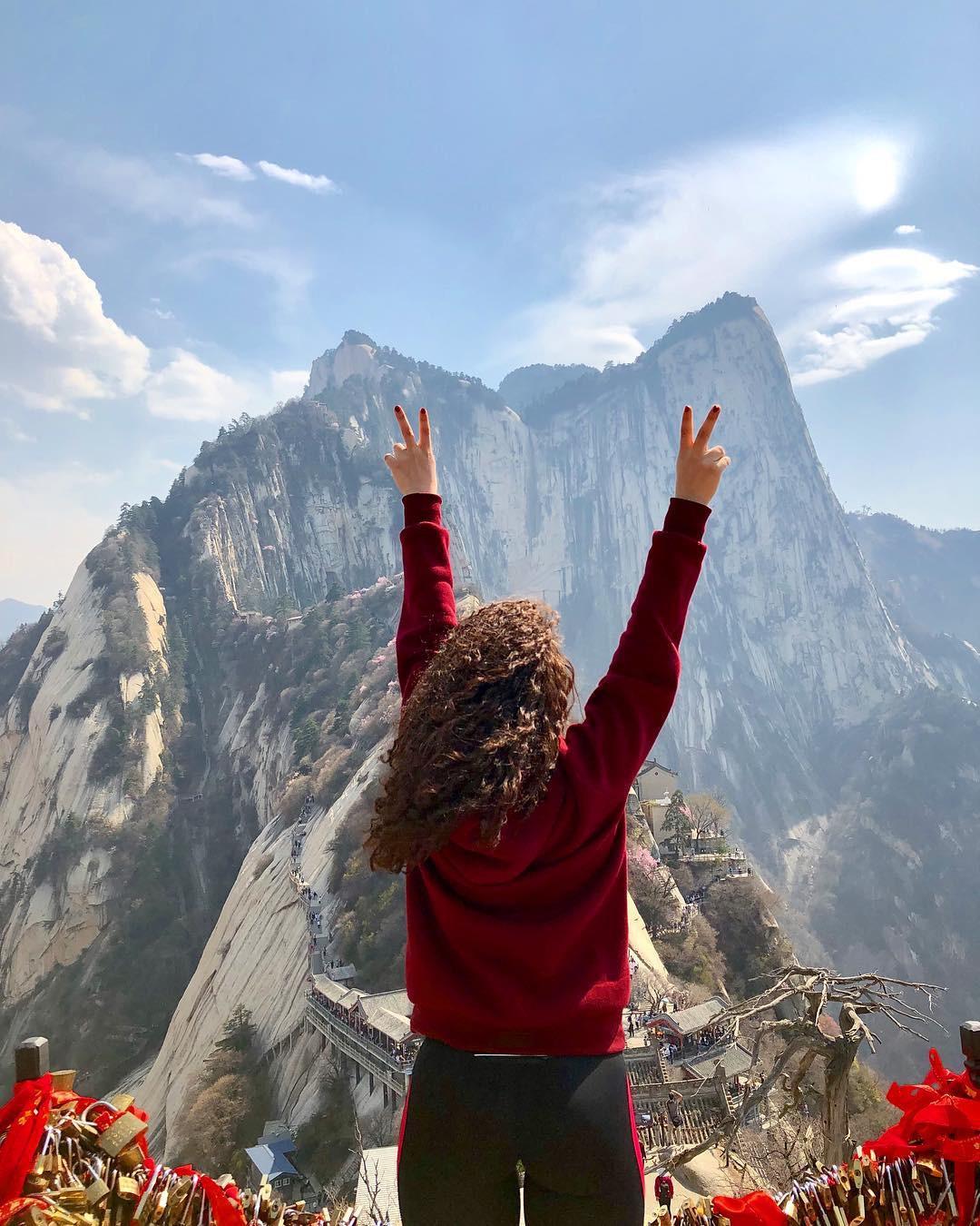 """""""Thót tim"""" với con đường mòn lưng chừng núi Hoa Sơn, nơi thiên đường và địa ngục chỉ cách nhau nửa bước chân! - Ảnh 10."""