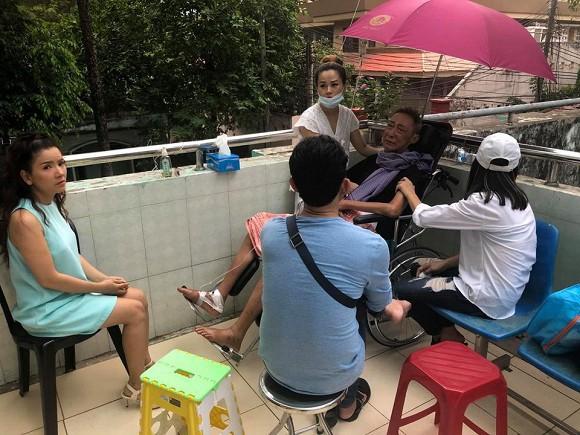 Nghệ sĩ Lê Bình những ngày cuối cùng trên giường bệnh: Hoại tử thân dưới, đau đớn cười trong nước mắt - Ảnh 2.