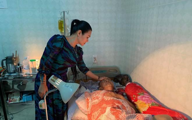 Nghệ sĩ Lê Bình những ngày cuối cùng trên giường bệnh: Hoại tử thân dưới, đau đớn cười trong nước mắt - Ảnh 3.