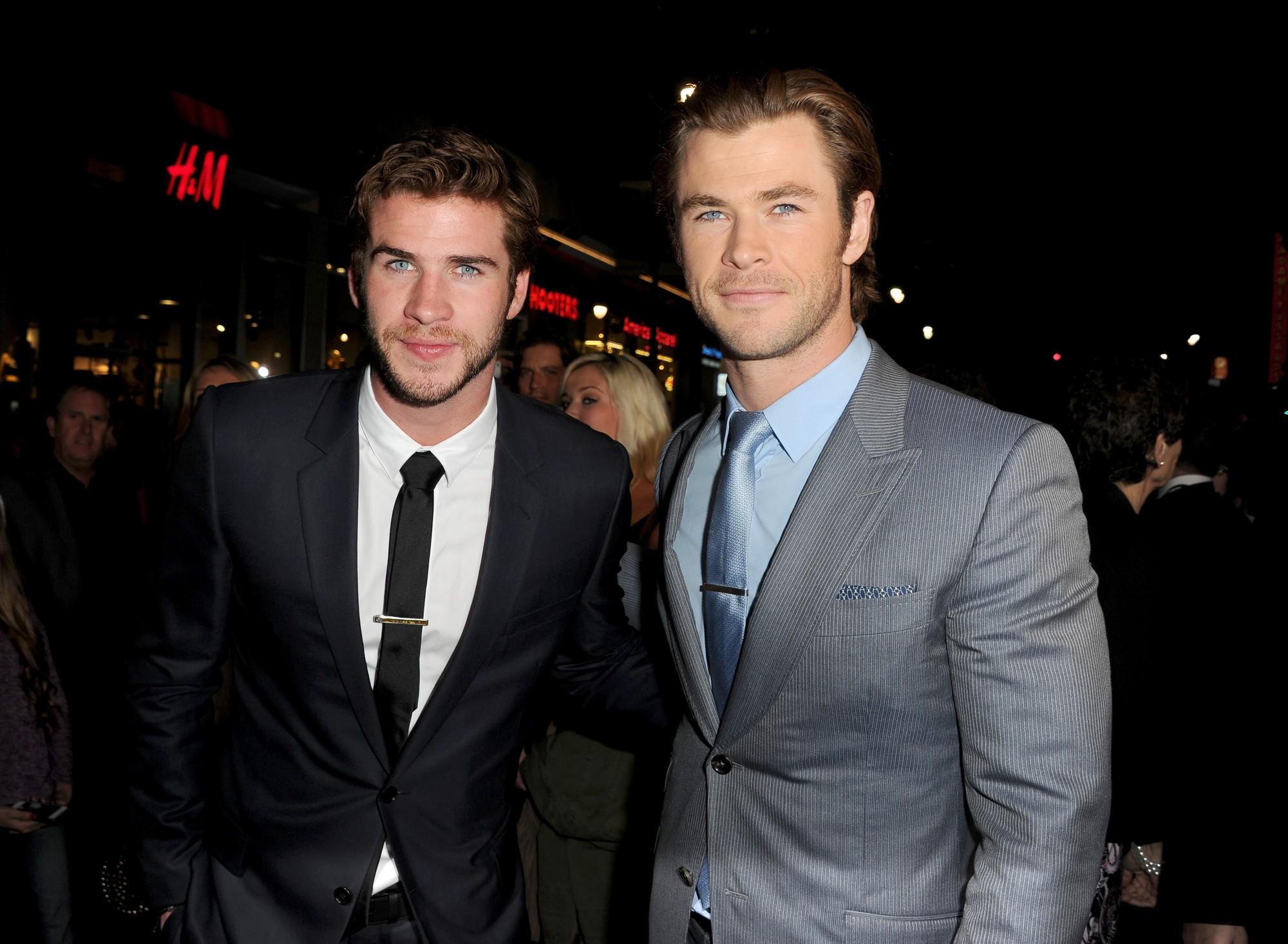 Không chỉ có cậu em trời đánh Loki, Thor Chris Hemsworth ngoài đời cũng từng bị Liam phi dao và nhận cái kết đắng - Ảnh 1.