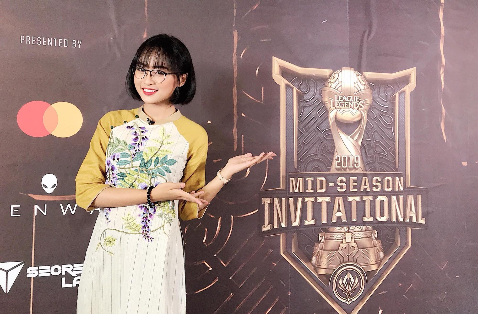 Ngỡ ngàng trước nhan sắc các nữ MC tại MSI 2019: Xuất hiện nữ thần tới từ Trung Quốc nhưng đại diện của Việt Nam cũng không hề kém cạnh - Ảnh 17.