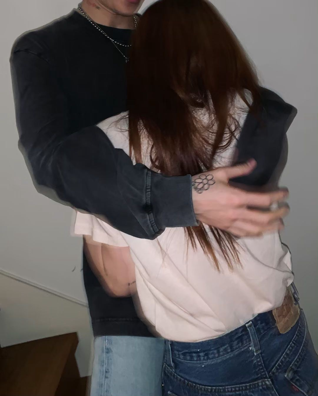 Kỉ niệm 3 năm yêu đương, Hyuna và EDawn khoe ảnh theo phong cách chẳng giống ai nhưng sao mà tình thế này - Ảnh 4.
