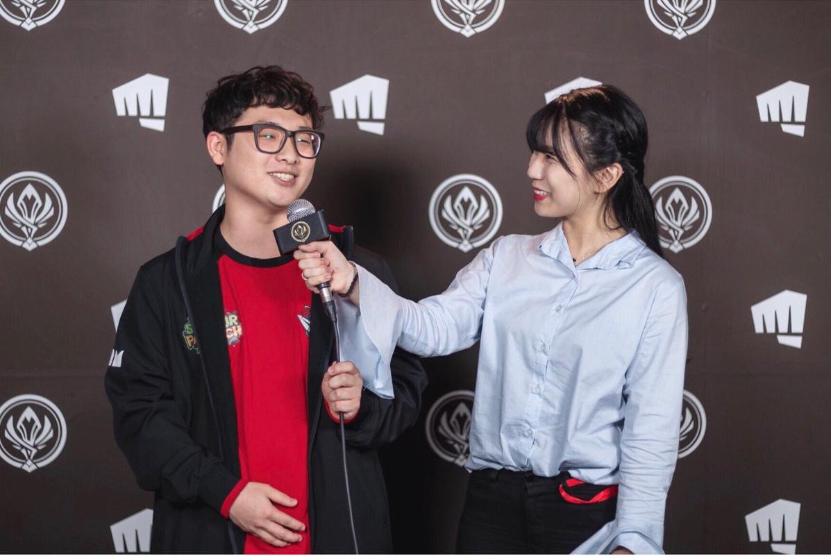 Ngỡ ngàng trước nhan sắc các nữ MC tại MSI 2019: Xuất hiện nữ thần tới từ Trung Quốc nhưng đại diện của Việt Nam cũng không hề kém cạnh - Ảnh 13.