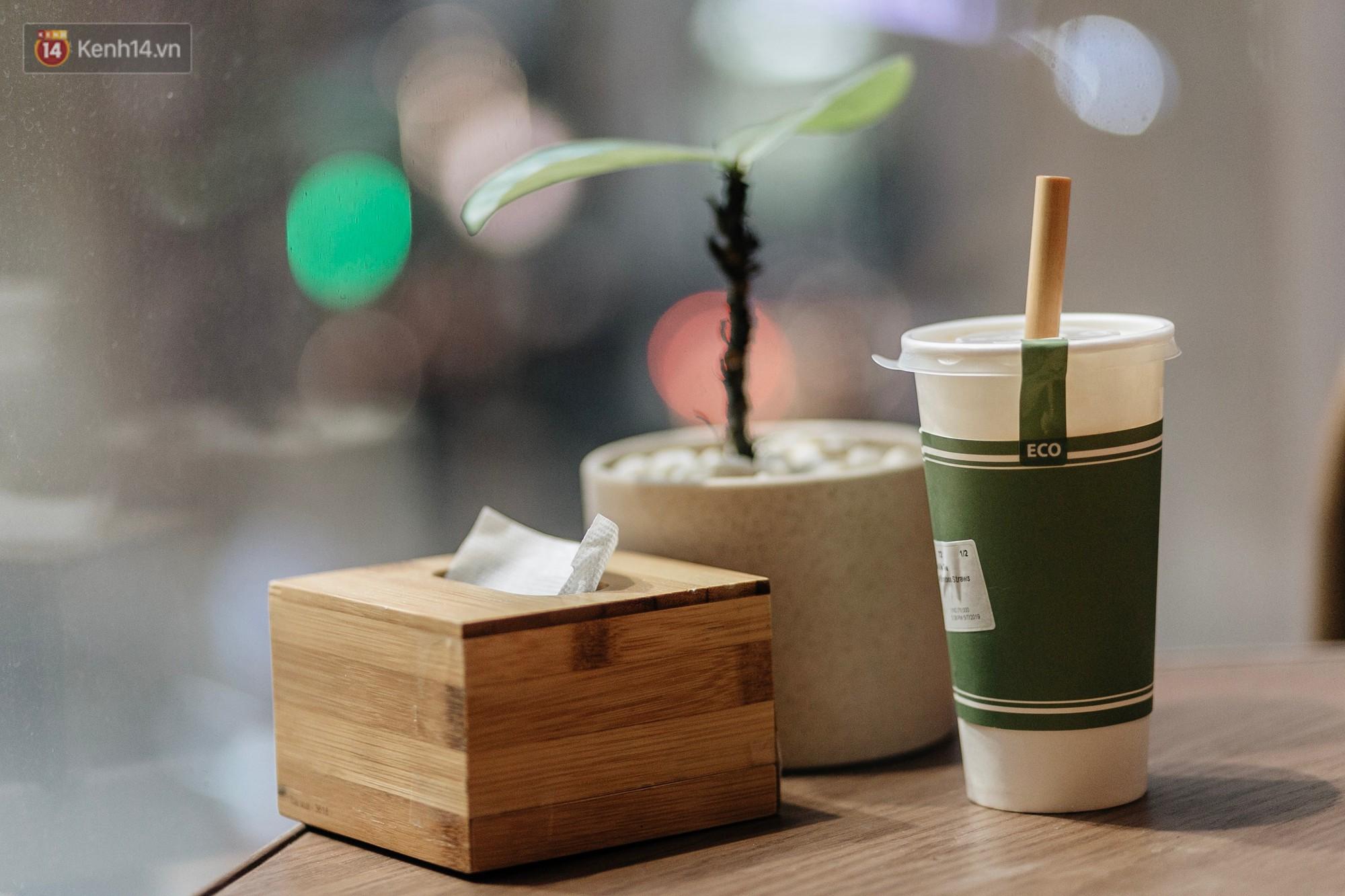 Dùng cốc giấy nhưng đậy bằng nắp nhựa, quán trà Hà Nội vẫn chiếm cảm tình khách hàng vì lời nhắn: Xin lỗi vì chúng tôi chưa tìm ra giải pháp... - Ảnh 1.