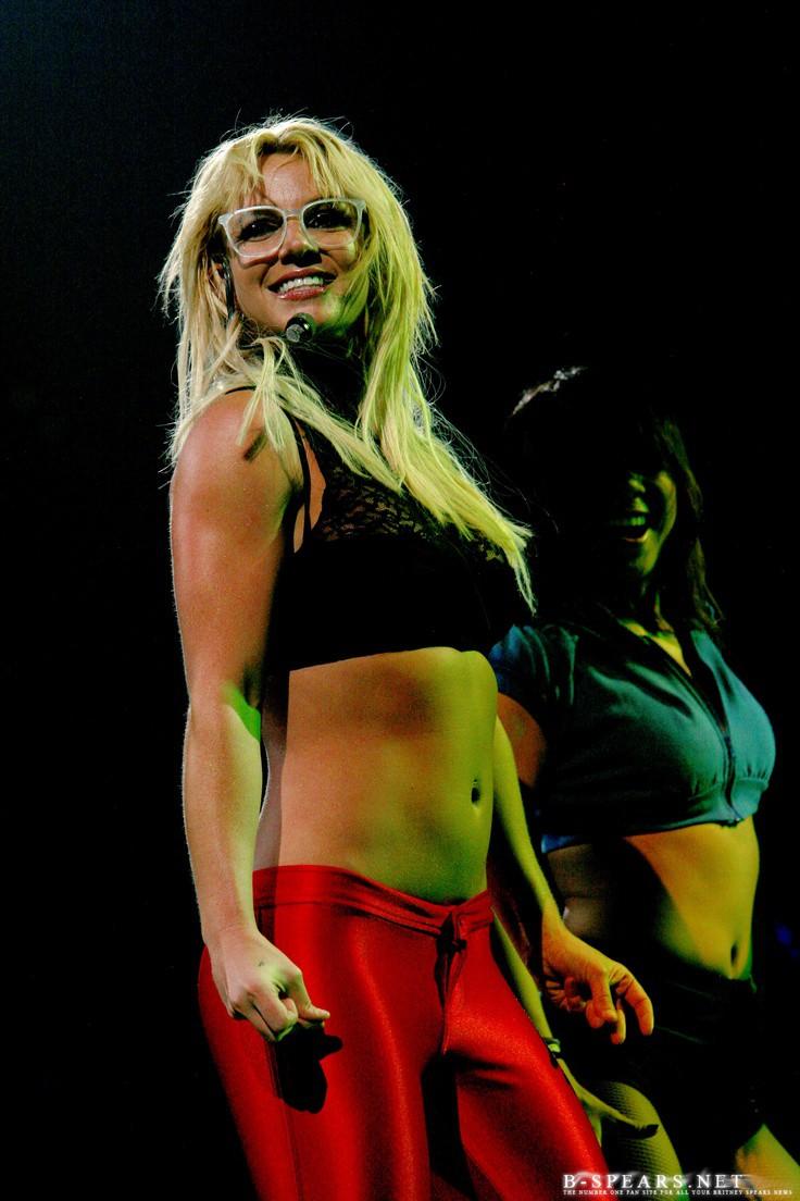 Britney Spears hủy tour rồi biến mất 3 tháng, Miley Cyrus hô vang Free Britney ngay giữa concert: chuyện gì đây? - Ảnh 3.