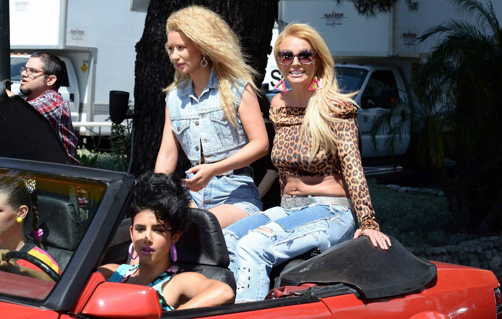 Britney Spears hủy tour rồi biến mất 3 tháng, Miley Cyrus hô vang Free Britney ngay giữa concert: chuyện gì đây? - Ảnh 4.
