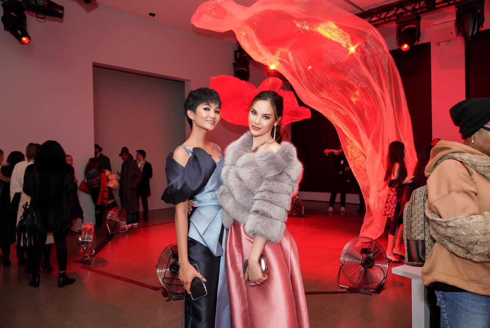 Đối thủ một thời tại Miss Universe 2018 gặp lại HHen Niê trên đất Úc, bất ngờ với câu nói đầu tiên thốt lên? - Ảnh 5.