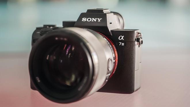 Tại sao smartphone hiện nay có số chấm cao hơn cả máy ảnh chuyên nhưng giá lại rẻ hơn? - Ảnh 2.