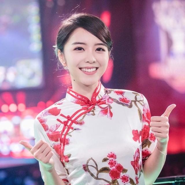 Ngỡ ngàng trước nhan sắc các nữ MC tại MSI 2019: Xuất hiện nữ thần tới từ Trung Quốc nhưng đại diện của Việt Nam cũng không hề kém cạnh - Ảnh 3.