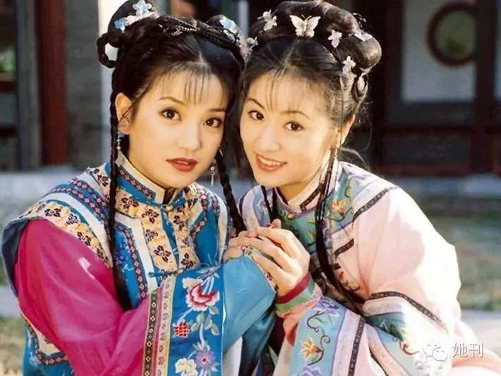 """Triệu Vy và Lâm Tâm Như xuất hiện trong 1 ngày: Cùng tuổi nhưng style quá khác và khiến chúng ta nhớ ngay đến """"Hoàn Châu Cách Cách"""" - Ảnh 7."""