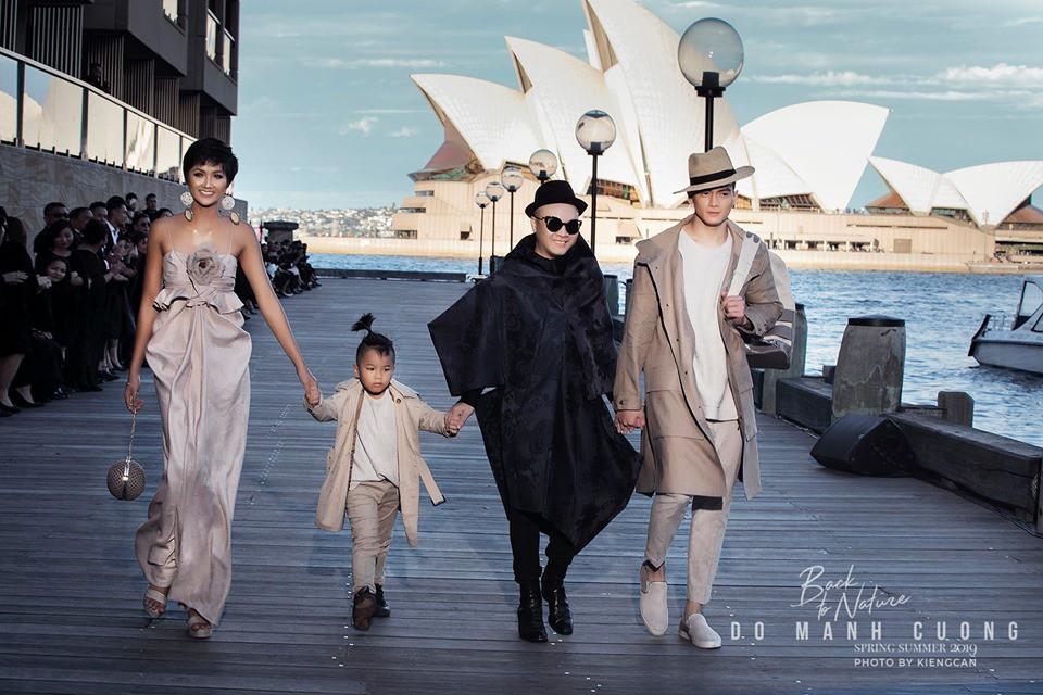 Show mới nhất của Đỗ Mạnh Cường tại Úc: Hà Tăng kín như bưng vẫn đẹp ngút trời, HHen Niê tiếp tục làm Nàng Thơ - Ảnh 5.