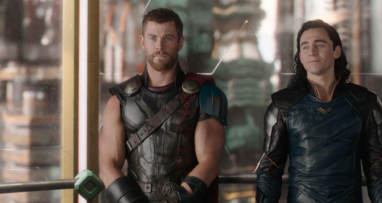Không chỉ có cậu em trời đánh Loki, Thor Chris Hemsworth ngoài đời cũng từng bị Liam phi dao và nhận cái kết đắng - Ảnh 2.