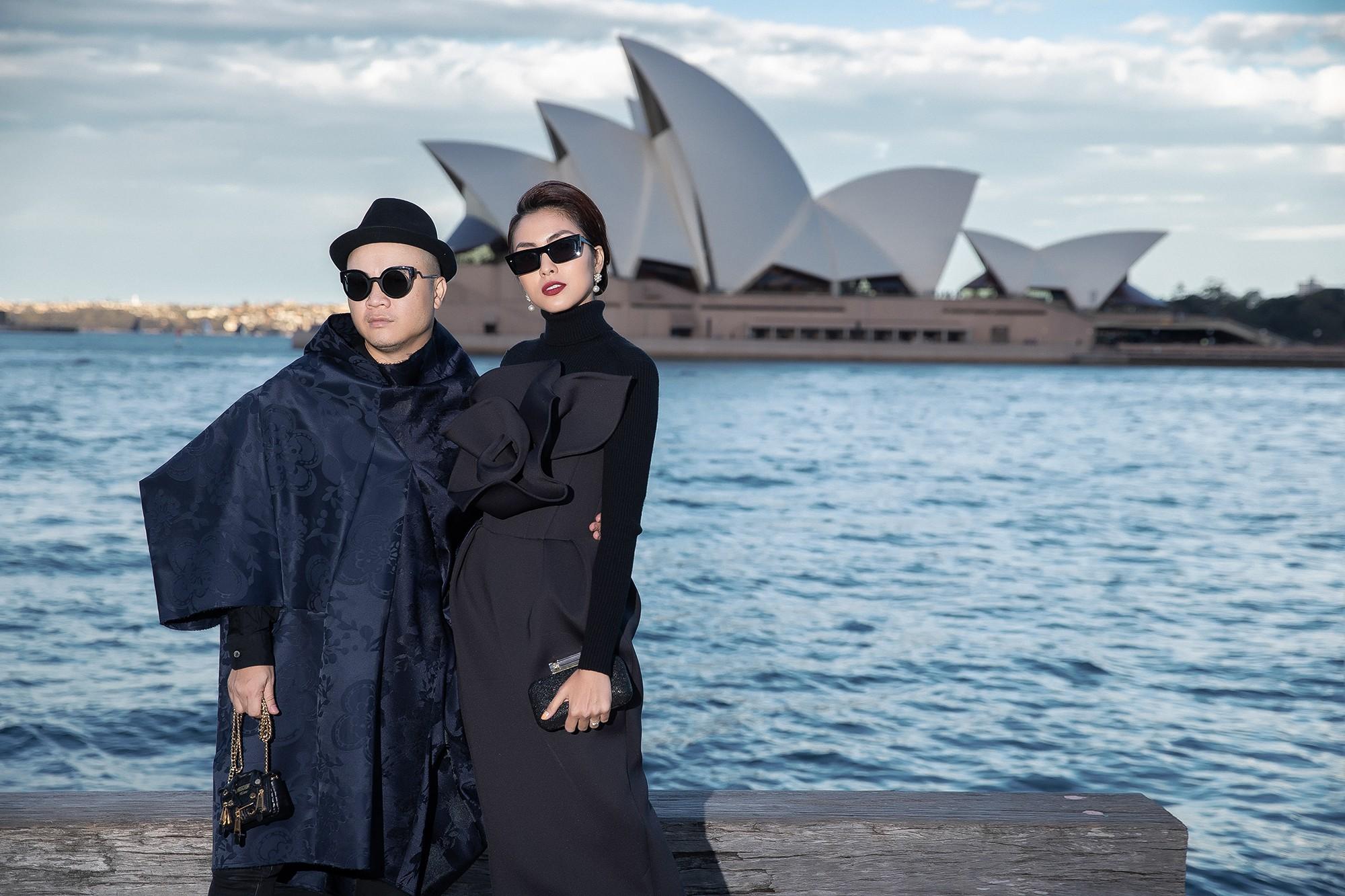 Show mới nhất của Đỗ Mạnh Cường tại Úc: Hà Tăng kín như bưng vẫn đẹp ngút trời, Mỹ Linh và Tiểu Vy trông đều khác lạ - Ảnh 3.