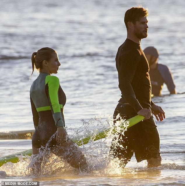Gây sốt vì loạt ảnh ngọt ngào ấm áp bên vợ con, nhưng hàng Úc khủng của Chris Hemsworth lại chiếm hết cả spotlight - Ảnh 6.