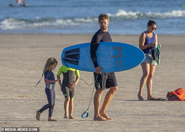 Gây sốt vì loạt ảnh ngọt ngào ấm áp bên vợ con, nhưng hàng Úc khủng của Chris Hemsworth lại chiếm hết cả spotlight - Ảnh 5.