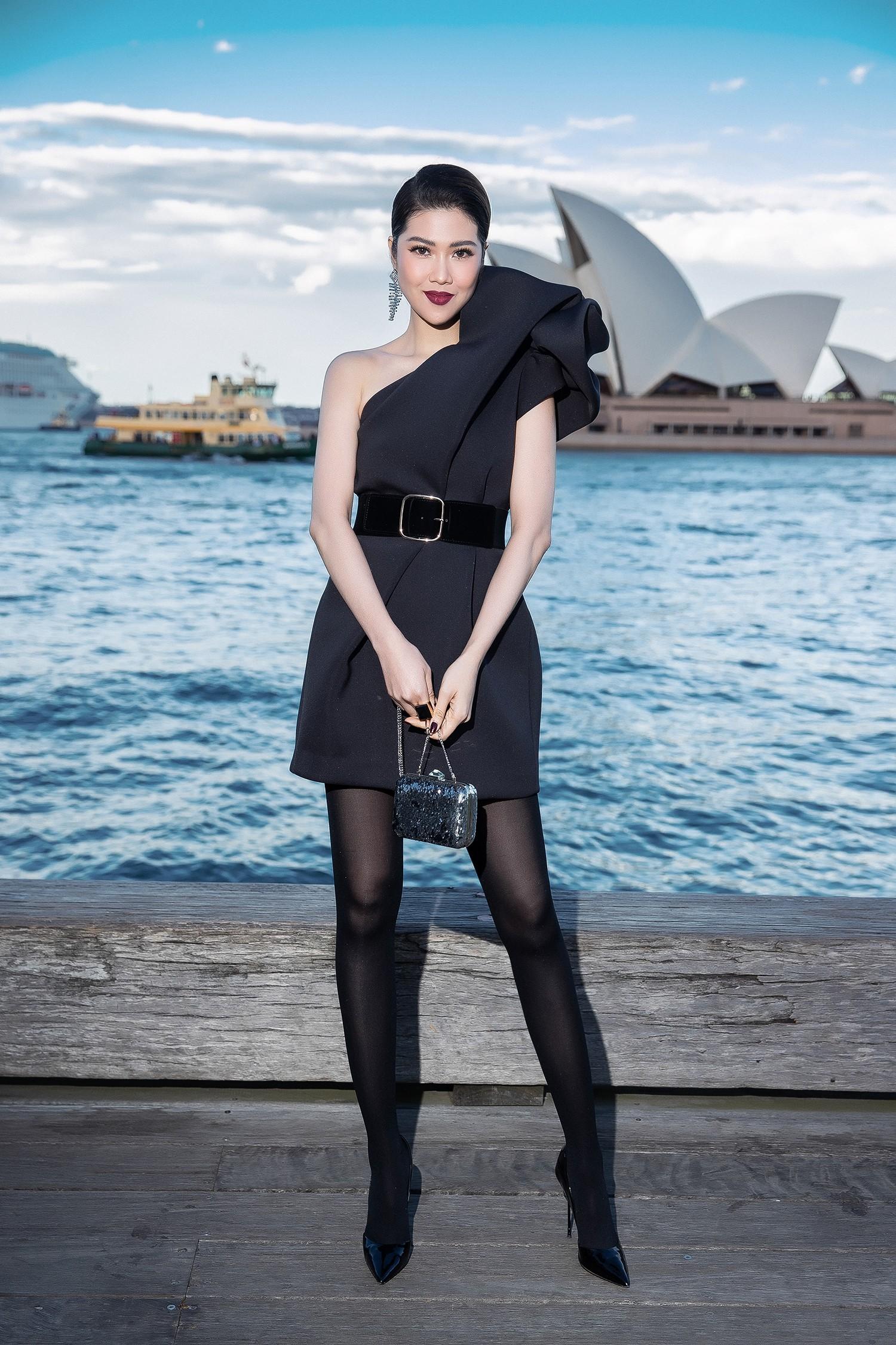 Show mới nhất của Đỗ Mạnh Cường tại Úc: Hà Tăng kín như bưng vẫn đẹp ngút trời, Mỹ Linh và Tiểu Vy trông đều khác lạ - Ảnh 9.
