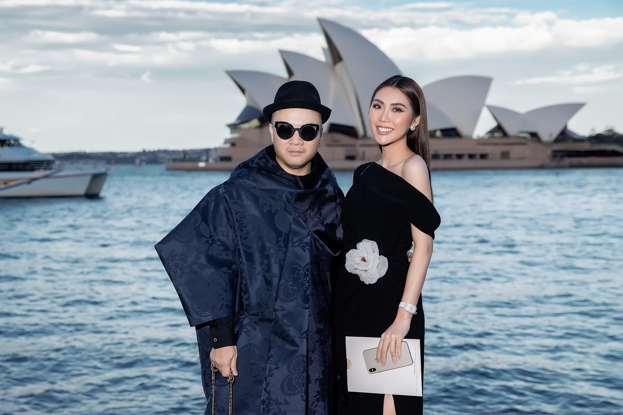 Show mới nhất của Đỗ Mạnh Cường tại Úc: Hà Tăng kín như bưng vẫn đẹp ngút trời, Mỹ Linh và Tiểu Vy trông đều khác lạ - Ảnh 14.