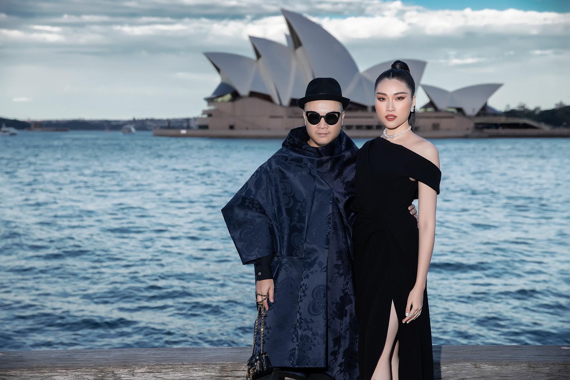 Show mới nhất của Đỗ Mạnh Cường tại Úc: Hà Tăng kín như bưng vẫn đẹp ngút trời, Mỹ Linh và Tiểu Vy trông đều khác lạ - Ảnh 12.