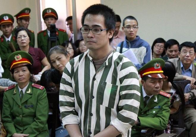 Nhiều người bàn tán về màu áo của các bị cáo trong phiên toà xét xử Văn Kính Dương: Luật quy định thế nào về trang phục hầu toà? - Ảnh 3.