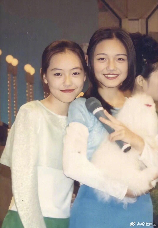 Ảnh phục chế hot nhất Weibo hôm nay: Chị em Đại S ngày bé xinh xuất sắc, nhưng cô em giờ tuột dốc không phanh - Ảnh 1.