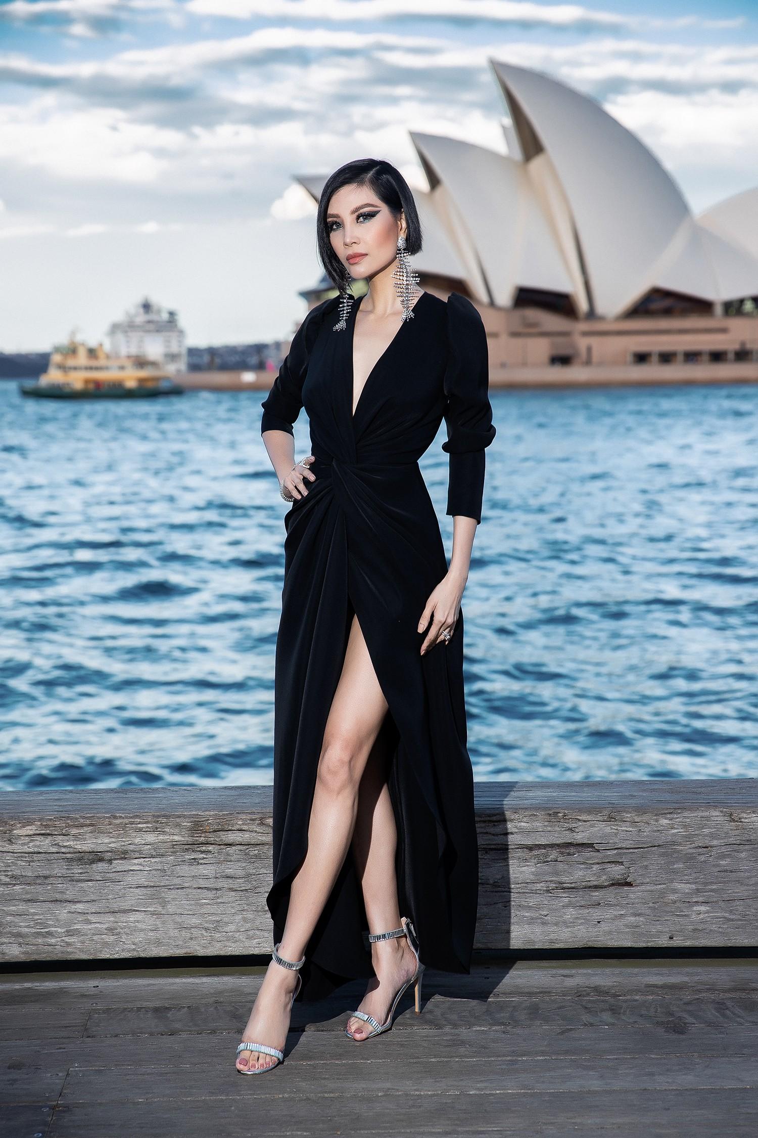 Show mới nhất của Đỗ Mạnh Cường tại Úc: Hà Tăng kín như bưng vẫn đẹp ngút trời, Mỹ Linh và Tiểu Vy trông đều khác lạ - Ảnh 17.