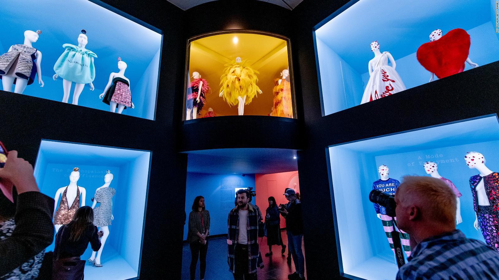 Mục sở thị tận bên trong triển lãm của Met Gala 2019 để hiểu định nghĩa về Lố giữa đời thường - Ảnh 2.