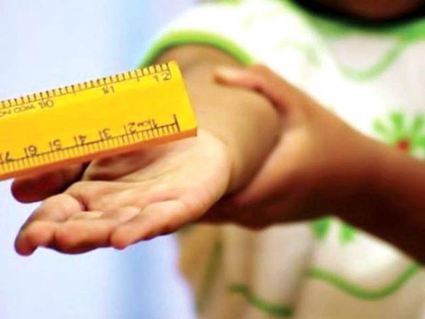 Dân mạng tranh cãi hình thức phạt nam sinh lớp 9 quỳ trước bục giảng: Có xúc phạm nhân phẩm học sinh? - Ảnh 3.