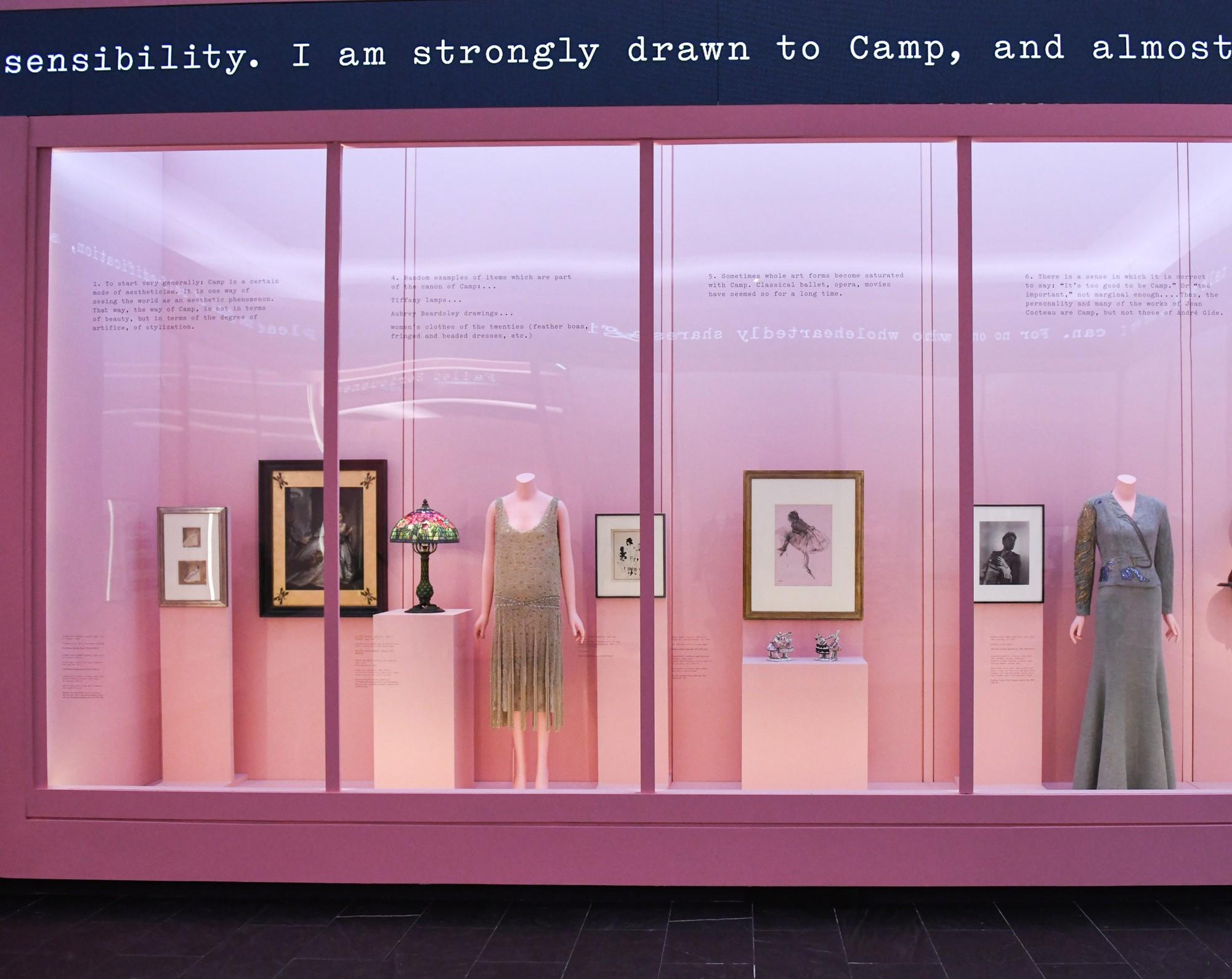 Mục sở thị tận bên trong triển lãm của Met Gala 2019 để hiểu định nghĩa về Lố giữa đời thường - Ảnh 6.