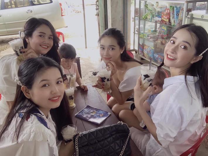 4 cô em gái của sao Việt: Nhan sắc cùng phong cách thời trang có khi đẹp hơn cô chị, bất ngờ nhất chắc là cô em cuối cùng - Ảnh 1.