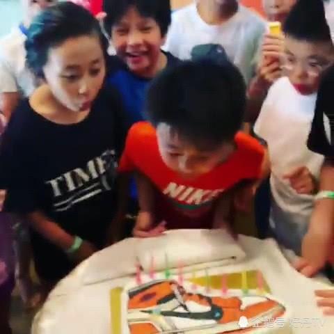 Trương Bá Chi tổ chức sinh nhật cho con trai thứ 2, Tạ Đình Phong đang ở đâu và làm gì mà mất hút? - Ảnh 3.