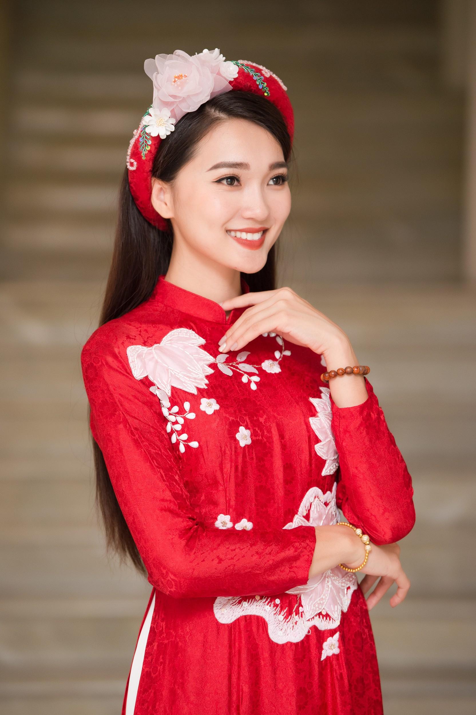 Phương Nga diện áo dài nền nã, thân thiết khi đụng độ bạn gái màn ảnh của Bình An - Ảnh 7.