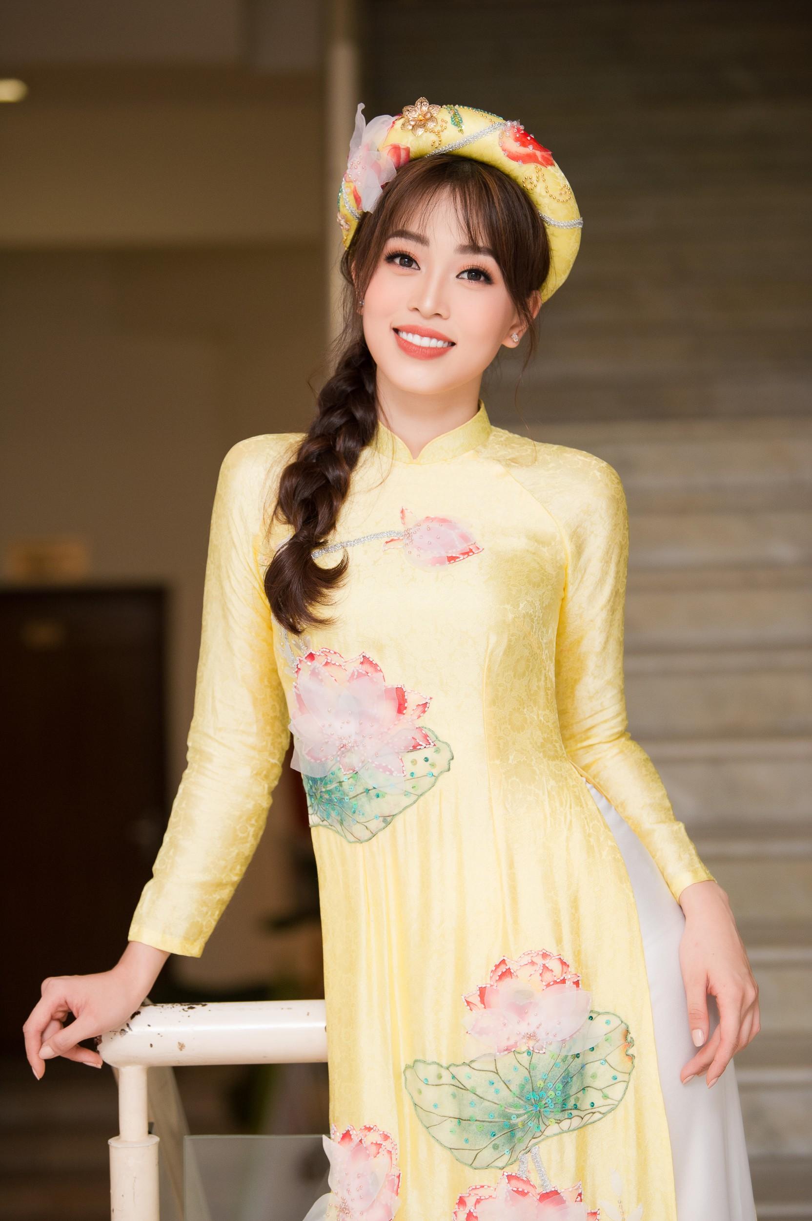 Phương Nga diện áo dài nền nã, thân thiết khi đụng độ bạn gái màn ảnh của Bình An - Ảnh 2.