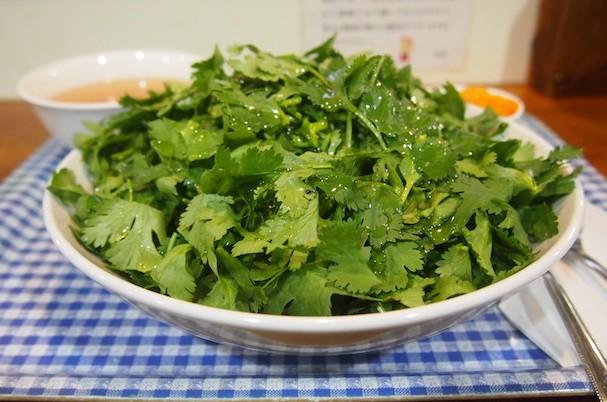 Loại rau thơm nhỏ bé này của Việt Nam lại có thể khiến người Nhật phát sốt - Ảnh 4.